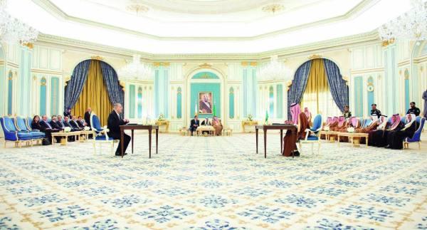 خادم الحرمين والرئيس القبرصي خلال توقيع الاتفاقيات