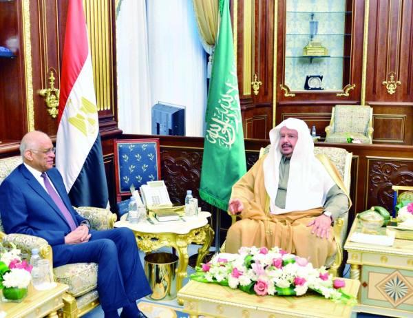 آل الشيخ وعبدالعال خلال الاجتماع