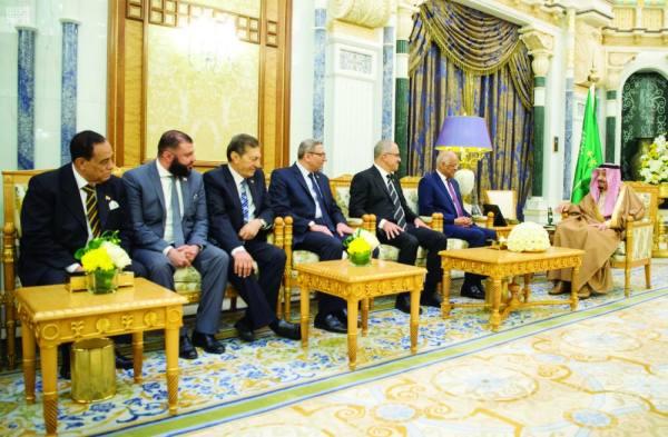 الملك سلمان خلال استقبال وفد البرلمان المصري