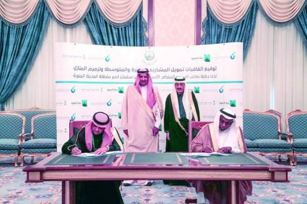 أثناء التوقيع على الاتفاقية