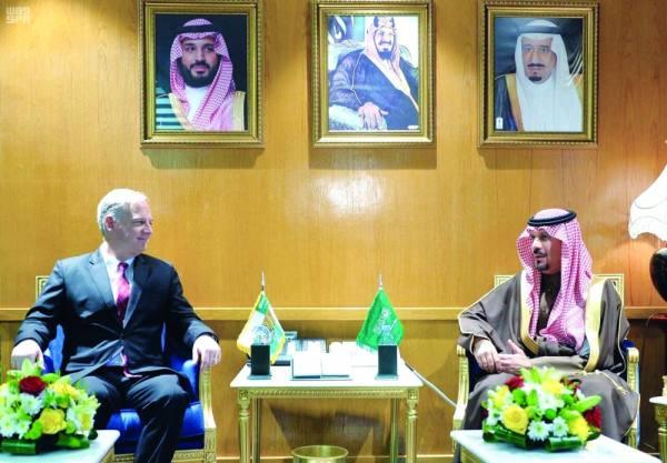 خالد بن عبدالعزيز مستقبلا السفير الهندي