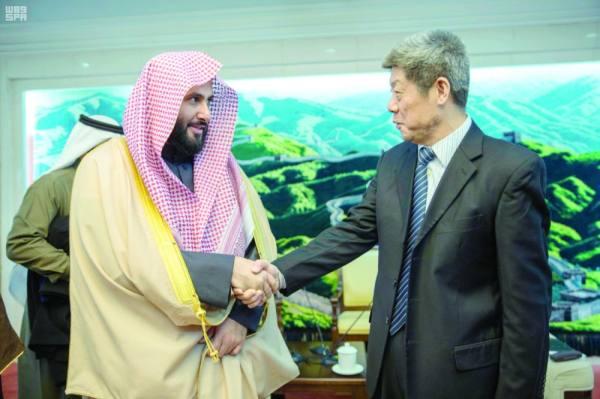 الصمعاني خلال لقائه كبير قضاة المحكمة العليا بالصين