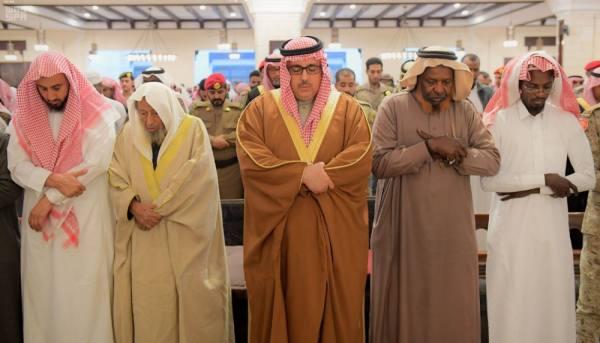 وكيل إمارة الرياض يؤدي الصلاة على الشهيد غزواني