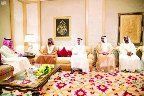 الأمير عبدالعزيز بن سعود خلال لقائه الشيخ محمد بن راشد