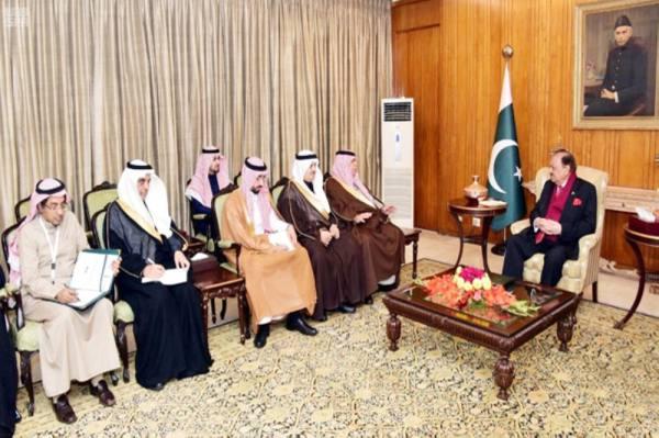 الرئيس الباكستاني يستقبل وزير التجارة والاستثمار