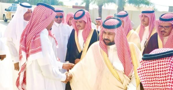الأمير محمد بن عبدالعزيز بن محمد يعزي ذوي الضحايا