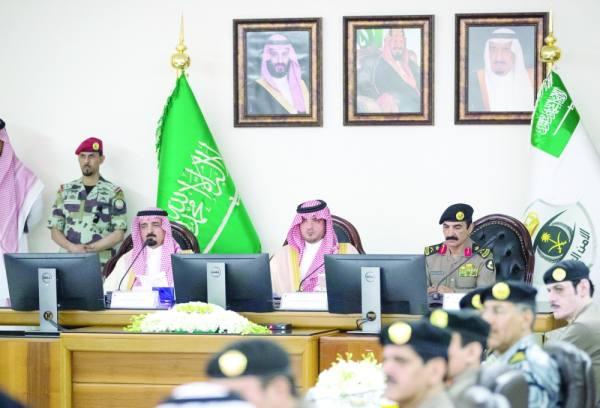 سمو وزير الداخلية خلال زيارة مديرية الأمن العام