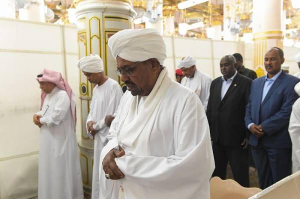 الرئيس السوداني يزور المسجد النبوي