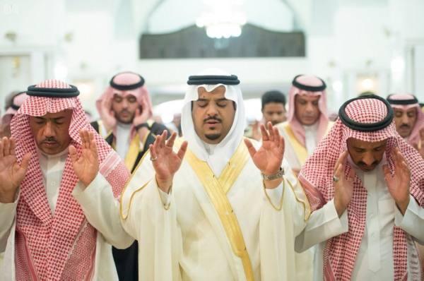 نائب أمير الرياض ينقل تعازي القيادة لأسرة الشهيد الملازم أول المديهش