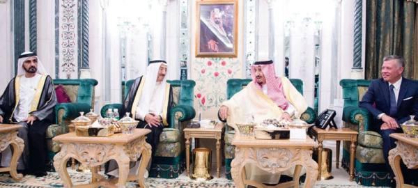 الملك يعقد اجتماعاً مع ملك الأردن وأمير الكويت ونائب رئيس الإمارات