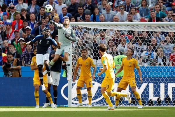 فرنسا تحصد 3 نقاط بفوز صعب على استراليا