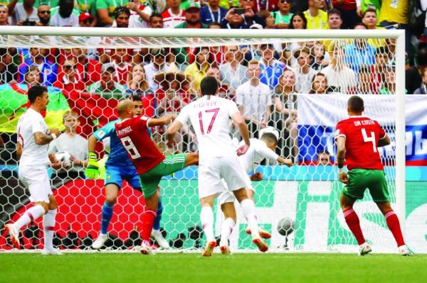 رونالدو ينقض برأسية  مسجلا هدف البرتغال لينهي المباراة منذ الثواني الأولى