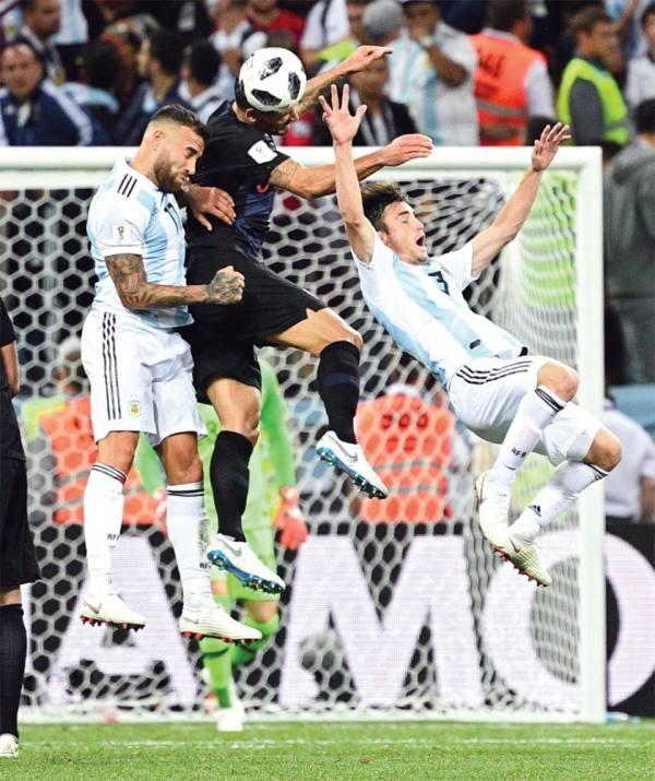 لاعبو الأرجنتين ينقلبون على مدربهم.. ومصدر ينفي