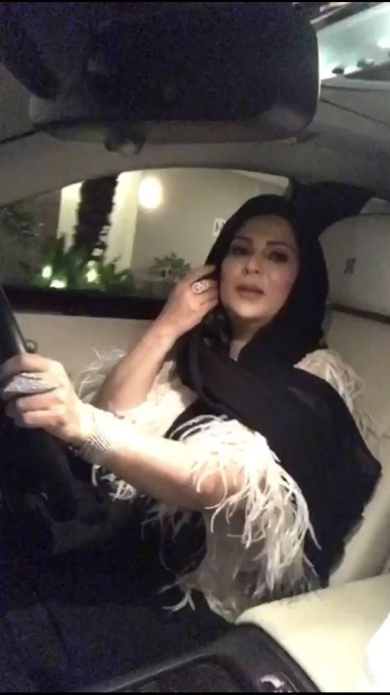 نوال تقود سيارتها في الرياض
