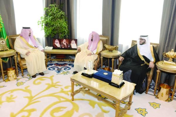 الأمير فيصل بن خالد أثناء اللقاء