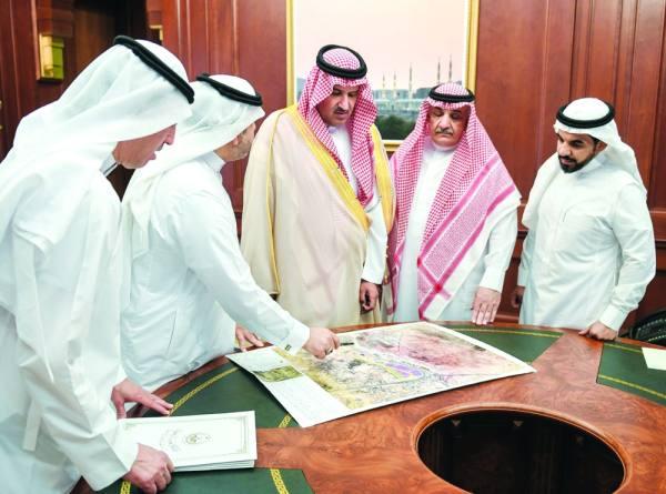 أمير المدينة يطلع على مشروع تطوير مركز استقبال ونقل الحجاج والمعتمرين