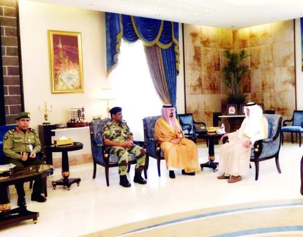 الأمير خالد الفيصل خلال اللقاء