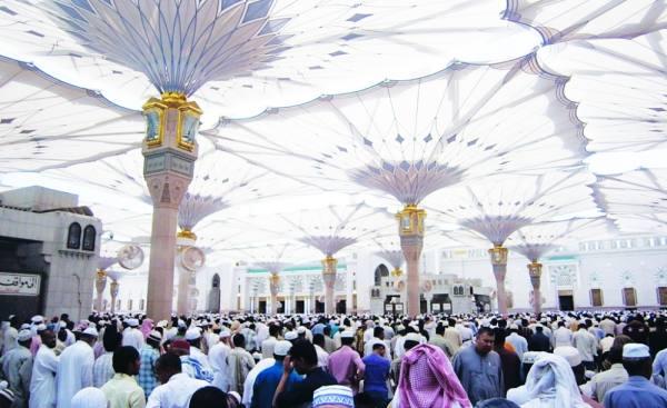 صلاة الجمعة في الحرم النبوي