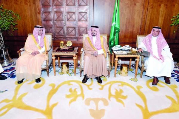 أمير عسير لدى لقائه نائب وزير الصحة