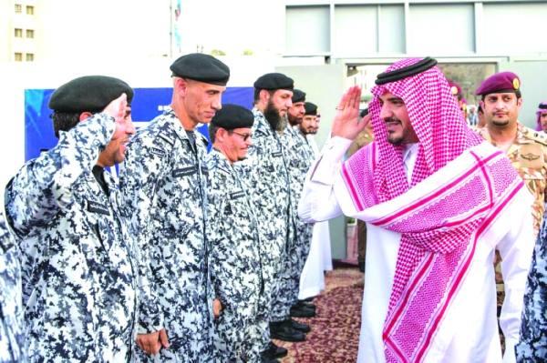 وزير الداخلية أثناء زيارته المركز