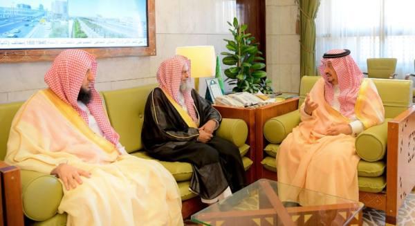 أمير الرياض يستقبل رئيس ومنسوبي المحكمة الجزائية