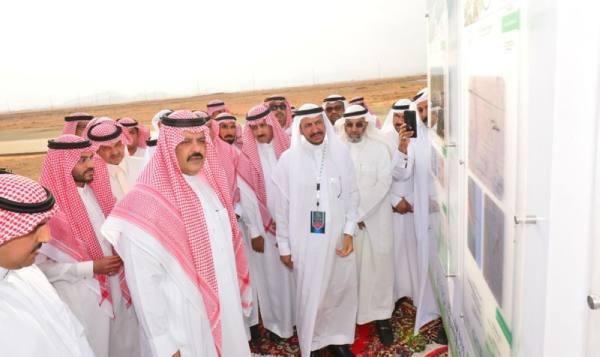 أمير حائل خلال افتتاح المشروع