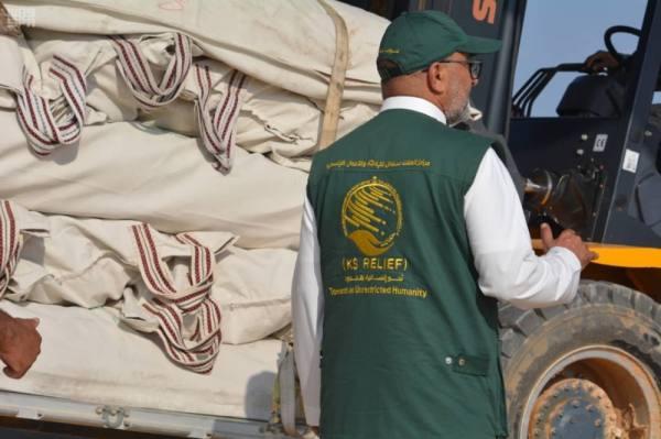 الجسر الجوي الإغاثي السعودي يواصل مساعداته لأهالي المهرة