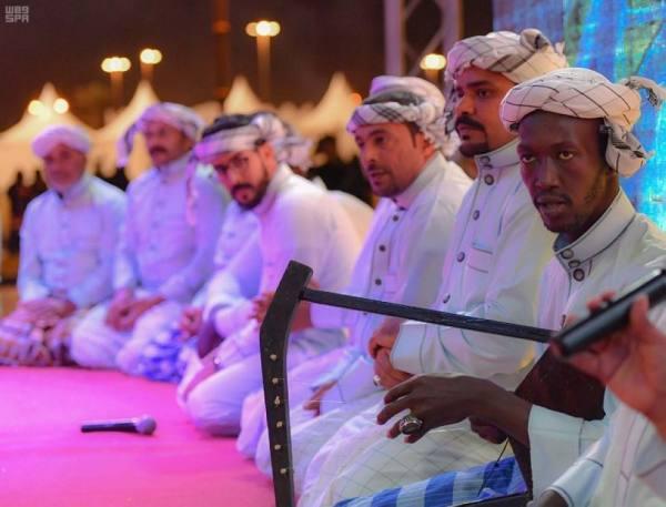 فرق أملج الشعبية تشارك في مهرجان التراث والصناعات اليدوية بتبوك