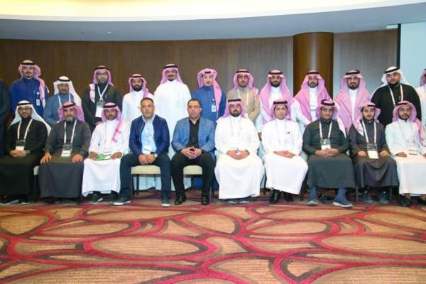 ممثلو الأندية مع أعضاء رابطة الدوري وهيئة الملكية الفكرية