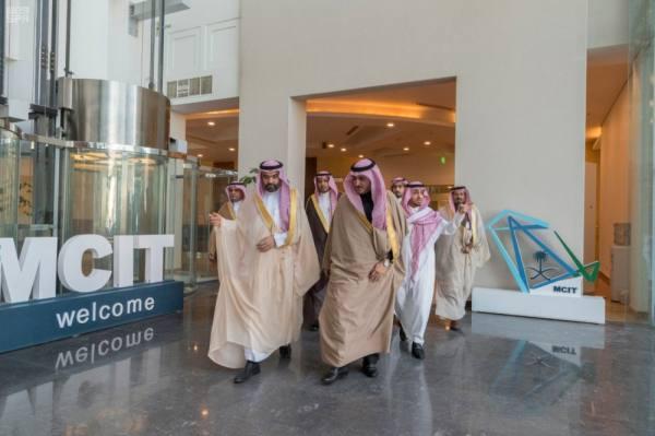 أمير الجوف يبحث مع وزير الاتصالات التوسع في خدمات المنطقة