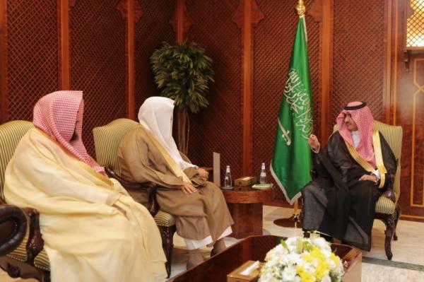 بدر بن سلطان يستقبل رئيس واعضاء جمعية تحفيظ القرآن بمكة