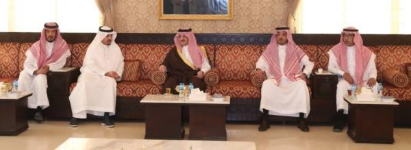 الأمير سعود بن نايف يقدم التعازي لأسرة الدوسري
