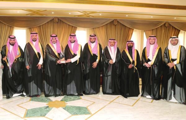 بدر بن سلطان يتسلم تقرير نتائج وتوصيات ملتقى صفقة
