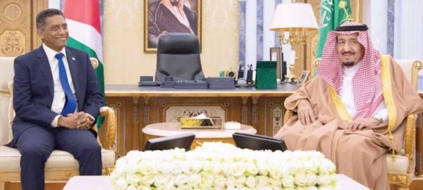 الملك سلمان مع الرئيس داني فور