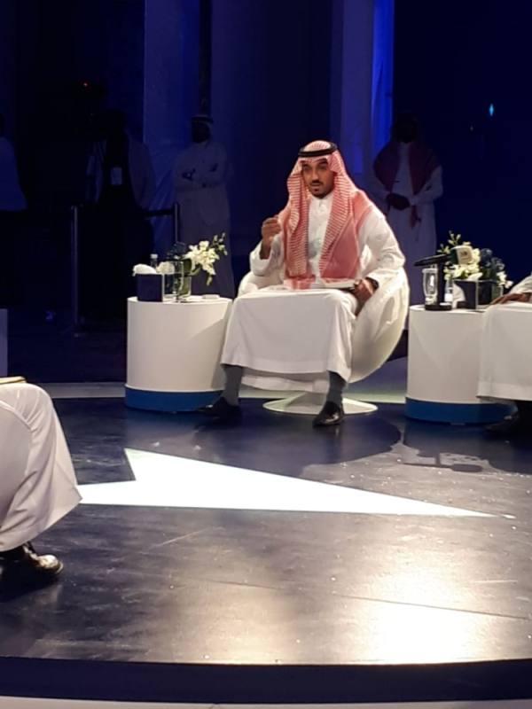 الأمير عبدالعزيز خلال الجلسة