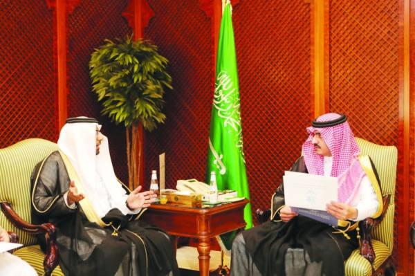 بدر بن سلطان يستأنف جولاته بزيارة محافظتي الليث والقنفذة