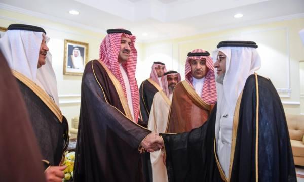 الأمير فيصل بن سلمان اثناء التوقيع