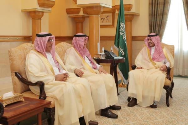 أمير مكة بالنيابة يستعرض تطوير لوائح الخدمة المدنية