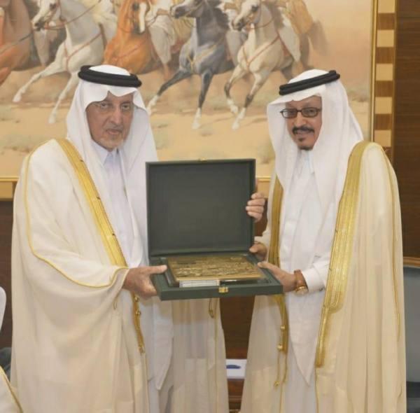 نائب رئيس مجلس الشورى يتسلم جائزة مجلس أمير منطقة مكة المكرمة