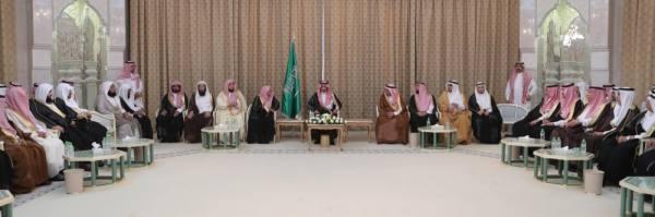 بدر بن سلطان يلتقي عددًا من أهالي مكة المكرمة
