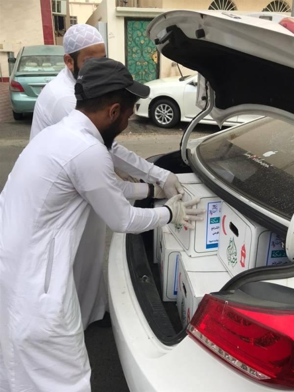 263 سلة غذائية للأسر المتعففة من مراكز الأحياء بمكة