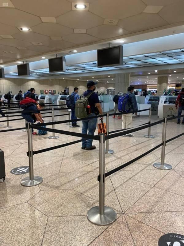 الجوازات تنهي إجراءات سفر 275 راكبا إلى مانيلا ضمن مبادرة