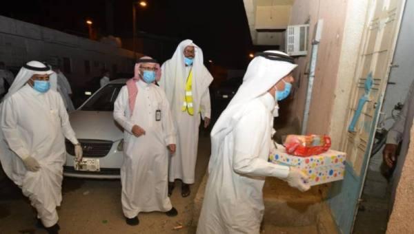 آل طاوي يدشن مبادرة هدية العيد بمكة