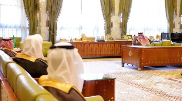 أمير الرياض يؤكد حرص القيادة على عدم الانقطاع عن التعليم