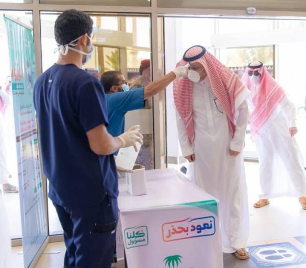 أمير الباحة يقف على الإجراءات الاحترازية بمطار الملك سعود بالمنطقة