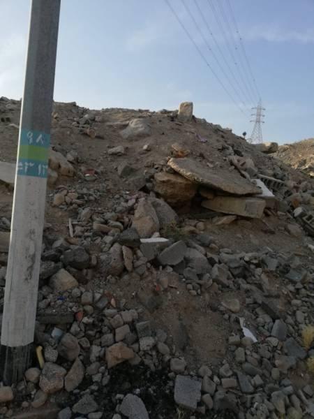 أهالي النبعة يتهمون الأمانة بالتحيز في مخلفات البناء