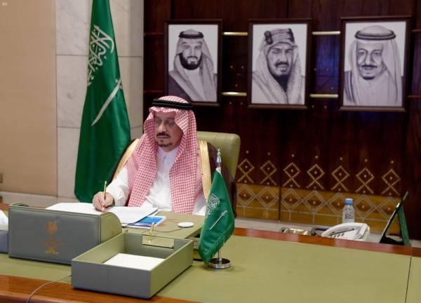 أمير الرياض يستعرض حملة