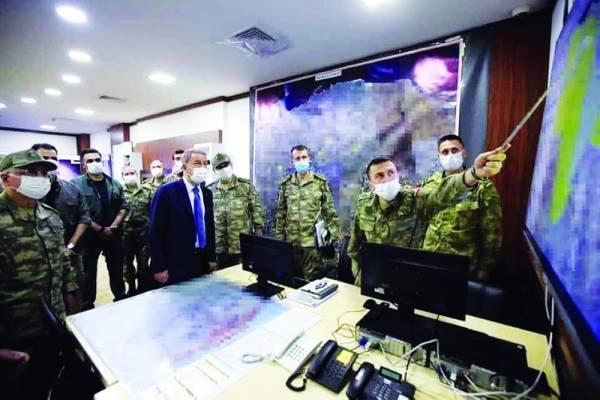 وزير الدفاع التركى فى لقاء مع جنود بلاده فى ليبيا