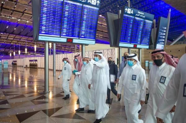 الجاسر يتفقد مطار جدة ومحطة القطار