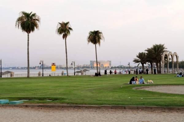 شواطئ ومتنزهاتها الجبيل الصناعية تجذب آلاف الزوار
